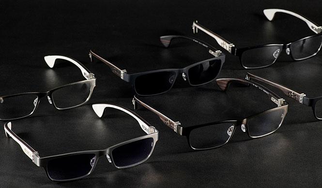 CHROME HEARTS|クロムハーツ 「CHROME HEARTS(クロムハーツ)」 モデル「DIXON YO」メガネ18万3750円、メガネ・レンズ色つき19万4250円。テンプル部分に黒檀を使用したシリーズ。今シーズンは、フレーム部分にステンレスを使用し、デザインにシャープさ加味されて美しくクールなフレームに仕上がった
