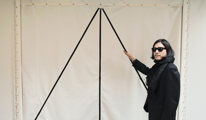 SUKEZANE Tomoki|トモキ倶楽部 アトリエへの荷物搬入口も、テント風に作られている。