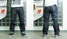 REBIRTH PROJECT|リバース・プロジェクト  龜石太夏匡さんが着用した「Lee BIRTH PROJECT」ジーンズ。右脚の後ろにペーズリーモチーフが入れられている。写真はワンウォッシュした状態(商品はノンウォッシュ)。ジーンズ1万6000円(Lee BIRTH PROJECT/Lee Japan)