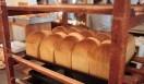 AOSAN|アオサン みごとに焼き上がった「イギリス食パン」。たちまち店内が焼きたてパンのすばらしい香りでいっぱいになった。
