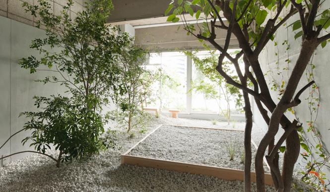DESIGNTIDE TOKYO 2010|TIDE Extension TIDE Extension『LLOVE』@代官山iスタジオ2009年の日蘭国交樹立400年を記念して、日本とオランダのクリエイターがホテルの客室をイメージして制作するインスタレーションの展示「LLOVE」。テーマは「Still in LLOVE」(まだ愛してる)。見学するだけでなく、実際に宿泊することができる。デザイナーや建築家が今回の展示のためだけにつくった、アーティスティックな空間で一晩を過ごす特別な体験ができる。参加デザイナーは、 ピーケ・バーグマンス、リチャード・ハッテン、ヨープ・ファン・リースハウト、長坂 常、永山祐子、中村竜治、中山英之、ショルテン&バーイングス、トーニック。www.llove.jp永山祐子デザイン 写真=太田拓実