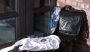 CHROME HEARTS|クロムハーツ クロムハーツ×ローリングストーンズ 手前/ロングスリーブT 2万9400円(ホワイト/サイズ展開 S/M/L)サーマル素材を使用。バックにリップス&タンの刺しゅう入り。奥/スカーフ5万8800円。右/バッグ26万400円。リップス&タンが肩押しされたメールバッグは、ショルダー部分の長さ調節可能。