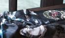 CHROME HEARTS|クロムハーツ クロムハーツ×ローリングストーンズ スカーフ5万8800円。シルク素地の大判スカーフで、ミック・ジャガーのフォト、リップス&タン+ホースシューが大きく描かれている。