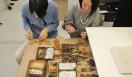DESIGNTIDE TOKYO 2011|デザインタイド トーキョー 2011 「seeds」東日本大震災によって作付けや販売が困難になってしまい、行き場のなくなった種を仕入れ、パッケージデザインを編集し、種をあらたな市場へと送り出すことを目的としたプロジェクト。また、種をとおして、被災した産地と消費者との関係を構築することや、販売で得られた収益を産地へ寄付することで、さらなる復興の手助けになればと考えられてスタートした。手から手へ、ひとからひとへ。あたらしいつながりが大きな力となって、植物たちのように芽を伸ばす。