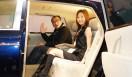 第42回東京モーターショー2011|渡辺敏史と清水久美子がいく 部品ブースウォッチング 関東自動車工業「FS HYBRID CONCEPT」の後席から