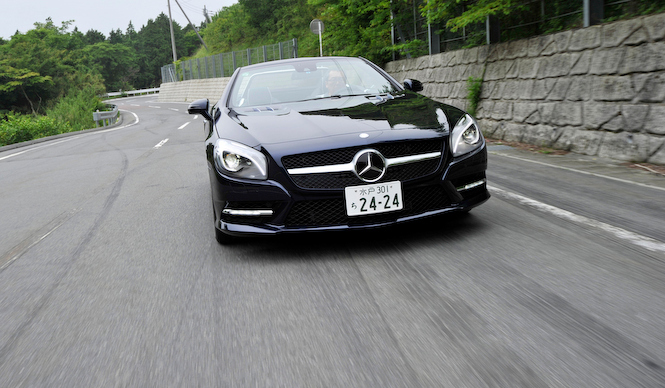 Mercedes-Benz SL350 BlueEFFICIENCY|メルセデス・ベンツSL350ブルーエフィシエンシー試乗車のSL350には「AMGスポーツパッケージ」(90万円)が装着されていた。また、この「カバンサイトブルー」というボディカラーは今回からの新色
