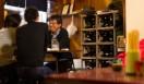 角田陽太|東京浪漫酒場 三軒茶屋「久仁」 ケースを90°倒しただけの焼酎と日本酒のボトルラック