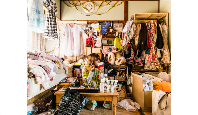 BOOK|写真家 川本史織が、自身初の写真集『堕落部屋』を解説