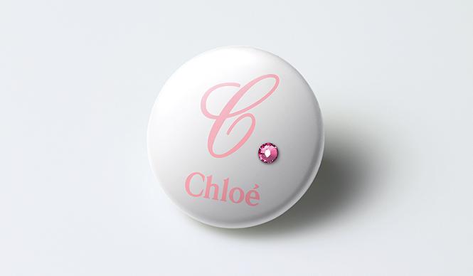 Chloé|クロエ 「クロエ ピンク」レザーブレスレット購入者には「クロエ ピンク」賛同の証としてオリジナルバッチがプレゼントされる
