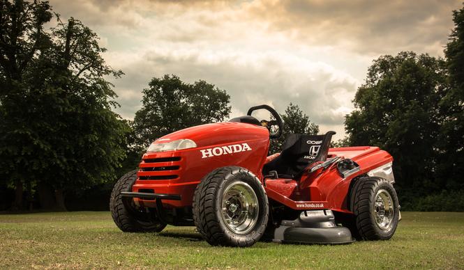 ホンダが世界最速の芝刈機を製作|HONDA