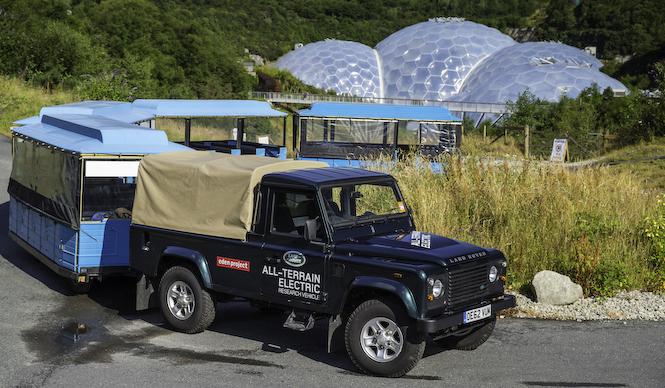 電気で駆動するSUV ディフェンダー 試験運用へ|Land Rover