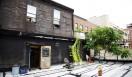 ブルックリンにある広大な二階建てのロフト。ここが篠原有司男と乃り子夫妻のアトリエ兼住居だ