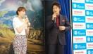 豊田エリーさんと細川茂樹さん。それぞれに「東芝FlashAir™」の使用感についてを語ってくれた
