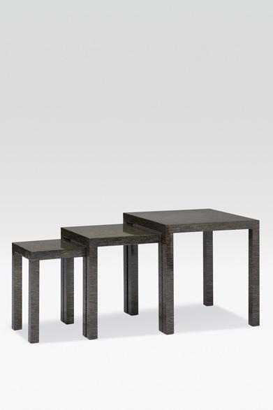 ARMANI / CASA  NEW COLLECTION 2013-2014 ネストテーブル3点セット「GALASSIA(ガラッシア)」91万9800円ペンシェル(貝殻)をスライスし、チップ状のペンシェルを貼りあわせる緻密な作業をほどこした、直線的でミニマムなデザインのネストテーブル。塗装はなく、素材そのものを磨きをあげることで天然素材がもつ光沢で豊かな表情が楽しめる。製造工程はすべて手作業で、熟練した職人の技が生きている