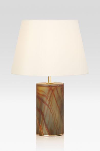 ARMANI / CASA  NEW COLLECTION 2013-2014 テーブルランプ「GILDA(ギルダ)」31万7100円ベース部分がムラノガラスのテーブルランプ。ベース内部にはLEDが仕込まれ、オレンジとグレーのマーブル模様がガラス越しの柔らかい光となって浮かびあがる。シェードのみ、ベースのみ、シェード&ベースの3パターンで光を楽しむことができる