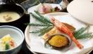 「山ばな 平八茶屋」。身体を温めるショウガを使った京湯葉鍋や、名物の麦飯とろろ汁、ぐじ(甘鯛)など、京都の冬ならではの料理を提供する
