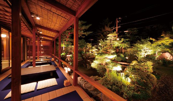 江戸時代の国文学者で、『雨月物語』の著者でもある上田秋成が晩年隠棲し、余生を楽しんだ旧跡「八千代」。風情ある「植治」の庭は、夜の訪問がお薦め