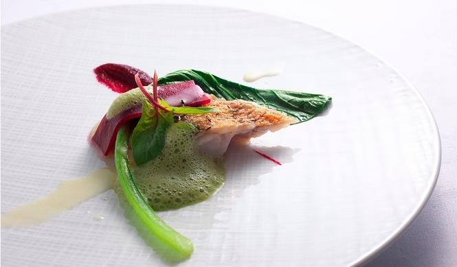 「La Biographie…」。「美しい自然に敬意を表した料理」をモットーとしている