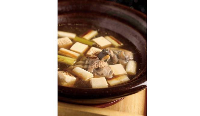 「八千代」。「すっぽん鍋」は、老舗の料理旅館ならではの味