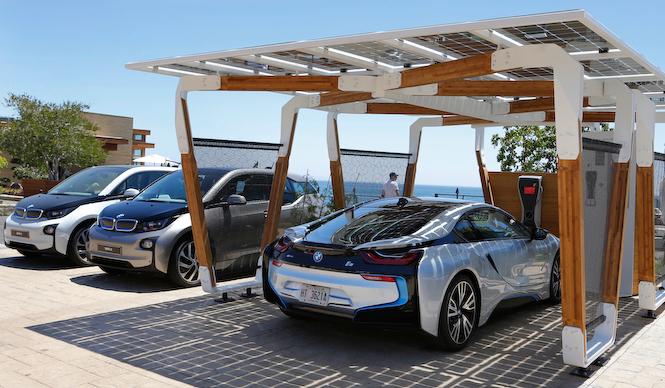 iシリーズにマッチする太陽光発電カーポートを提案|BMW