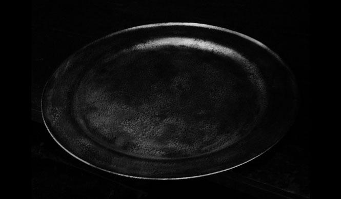 さる山|ピューター皿のもつ美しさの断片「うつすことから」開催