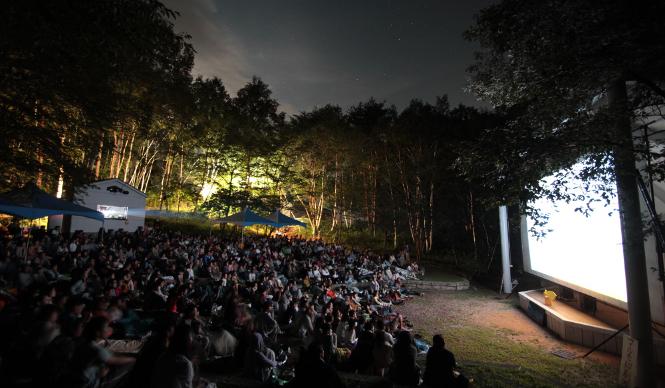 八ヶ岳で本格的な映画を楽しむ 「星空の映画祭」開催