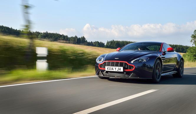 アストン V8 ヴァンテージ N430を英国で試乗する