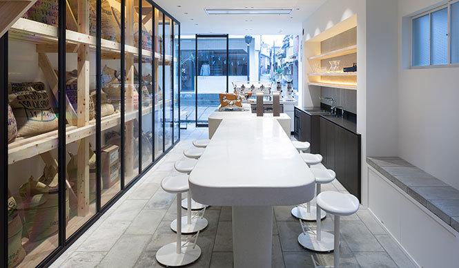 店内のデザインは、東京のスペースデザインユニットPUDDLE Inc.(http://www.puddle.co.jp/works/) が担当photo Takumi Ota
