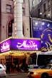 2つ目の舞台は『Aladdin~アラジン~』。アラジンとともに冒険を繰り広げるのは、トニー賞の助演男優賞を受賞した巨人のジーニー。大きいのにキレがいい! 愛嬌たっぷりで客席からも拍手喝采である
