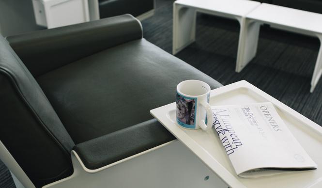 Vitsoe|「620 チェア・プログラム」と「621 サイド・テーブル」がついに納品
