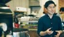 3. AMAMERIA ESPRESSO(武蔵小山)  オーナー兼焙煎士の石井利明さん  <焙煎士> 石井利明|ISHII Toshiaki 2004年、川崎競馬場内の「ESPRESSO BAR」、大井競馬場内の「MEISTER CAFE」でバリスタに。2007年「MEISTER CAFE」にてバリスタ兼ロースターに。2008年、SCAA認定カッピングジャッジ、CQI認定Qグレーダー取得。2010年、オーナー兼焙煎士として「AMAMERIA ESPRESSO」オープン。 <焙煎機のある店> AMAMERIA ESPRESSO 営業時間|平日 12:00~20:00、土曜・日曜・祝日 10:00~19:00 定休日|なし 住所|東京都品川区小山3-6-15パークホームズ武蔵小山1F Tel. 03-6426-9148 http://www.amameria.com/  <編集メモ> ・常時おいている珈琲豆12-14種類 ・珈琲豆の価格帯 620円~2500円/100グラム ・店内での試飲 可(有料 1杯390円より)