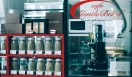 "5. Gentle Belief(外苑前)  40種類もの焙煎前の生豆をストック。好きな生豆を好きなような焙煎してもらえる""オンデマンド焙煎""を実現する「Gentle Belief」  <焙煎士> 浅野嘉之|ASANO Yoshiyuki 1980年、都内屈指の有名自家焙煎グループに所属し、珈琲の本質的なところを享受。1985年より、自家焙煎店「珈琲倶楽部」や、サロン・ド・テ「KAIAN」、ビストロ「KAIAN」、「カフェ・リコ」などを開業。2014年、「Gentle Belief」開業。 <焙煎機のある店> Gentle Belief 営業時間|10:00~22:00(L.O.21:30) 定休日|第2・第4日曜 住所|東京都港区南青山2-22-14フォンテ青山 Tel. 03-6438-9252 http://gentlebelief.com/  <編集メモ> ・常時おいている珈琲豆 生豆40種類、焙煎豆12種類 ・珈琲豆の価格帯 550円~2000円/100グラム ・店内での試飲 不可(飲食メニューあり)"