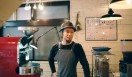 6. ONIBUS COFFEE(奥沢)  焙煎を担当するのは、名店「Paul Bassett」で修行し、焙煎の道へ進んだ橋本貴弥さん  <焙煎士> 橋本貴弥|TAKAYA Hashimoto 2012年、「ポールバセット」新宿店勤務。同年9月、オーストラリア・シドニーのコーヒーショップで2カ月間修行。同年11月より「ONIBUS COFFEE」に勤務。2013年から、焙煎のトレーニングを開始。 <焙煎機のある店> ONIBUS COFFEE 営業時間|9:00~19:00 定休日|火曜 住所|東京都世田谷区奥沢5-1-4 Tel. 03-6321-3283 http://onibuscoffee.com/  <編集メモ> ・常時おいている珈琲豆 7種類 ・珈琲豆の価格帯 380円~ ・店内での試飲 可(無料)
