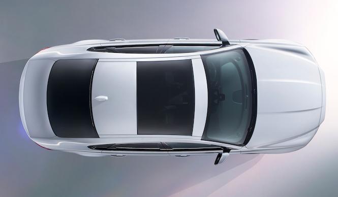 ジャガー新型XFの披露は、世界一に挑戦するスタントで|Jaguar