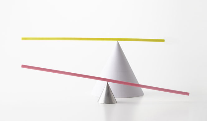 ミラノサローネ2015|Experimental Creations<Digital Experiments>小宮山洋「The Peculiar Stick」「重心と中心のちがう、棒。あるいは、おもちゃのような、オブジェ」。デジタルファブリケーションによって数値化・最適化されていくプロセスまたは結果を、日常にやわらかく溶け込むような在り方の可能性を探っている
