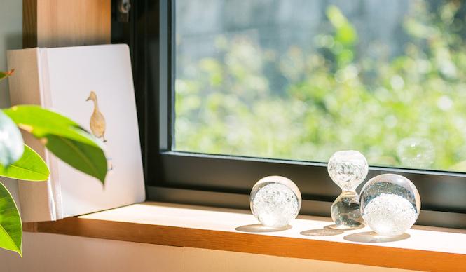 PRODUCT Tokyo Tips 2015年5月|時間をかけてガラスが割れてゆくSECCAのペーパーウェイト