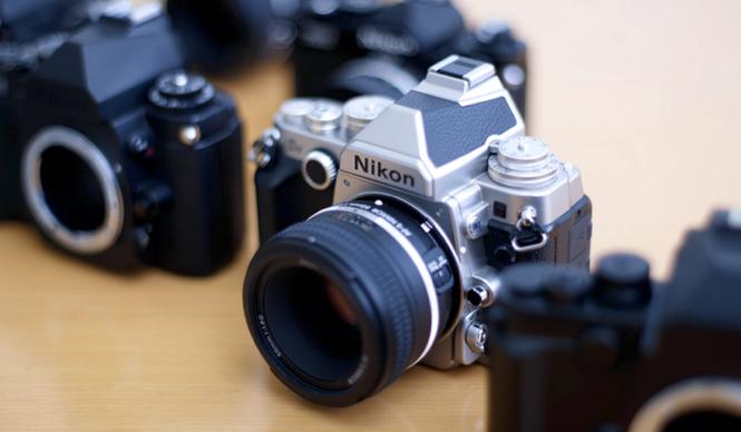 もつ喜びのあるカメラ デジタルカメラに受け継がれる クラシックデザインの正体|特集