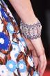 レベッカ・ホール CHAUMET  「オルタンシア」イヤリング 素材:ホワイトゴールド、ダイヤモンド、サファイア、ラピスラズリ 価格:20,500,000円(税抜)  「オルタンシア」ブレスレット 素材:ホワイトゴールド、ダイヤモンド、サファイア、ラピスラズリ 価格:参考商品  ©chaumet