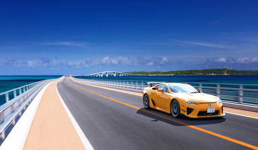 都会の喧騒から離れた宮古島で学ぶプロのドライビングテクニック|LEXUS