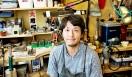 3本の銀を編み上げて作るコンポジットシリーズの原型を制作した、PLUS4 朝妻豊彦氏。