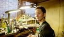 コンポジットシリーズの仕上げと磨きを担当している、Gold worksの金澤 臣氏。