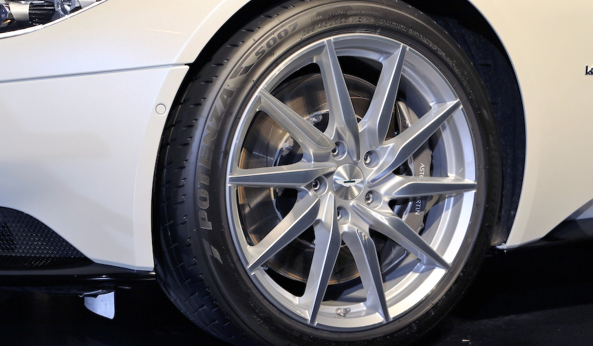 Aston Martin DB11|アストンマーティンDB11