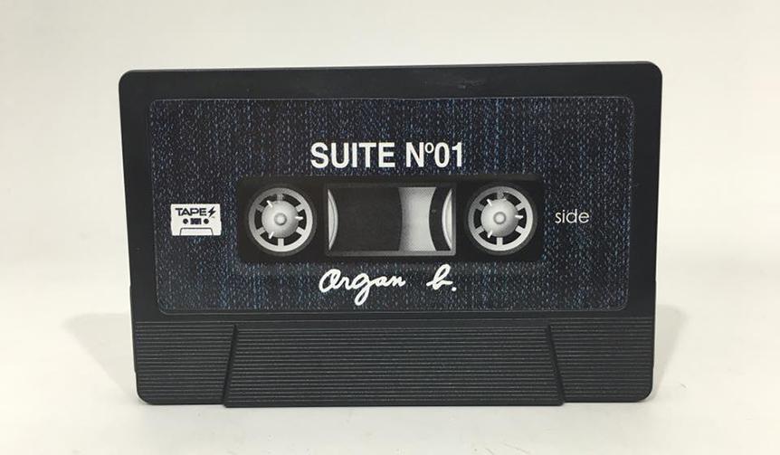 DESIGN|カセットテープ型携帯バッテリーチャージャー「TAPES」