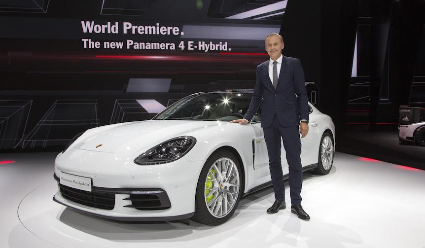 ポルシェの最新モデル、世界初披露|Porsche
