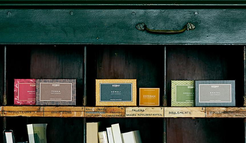 ESTEBAN|香りを移して楽しむ。名刺入れ、手紙、財布に入れるカードフレグランス