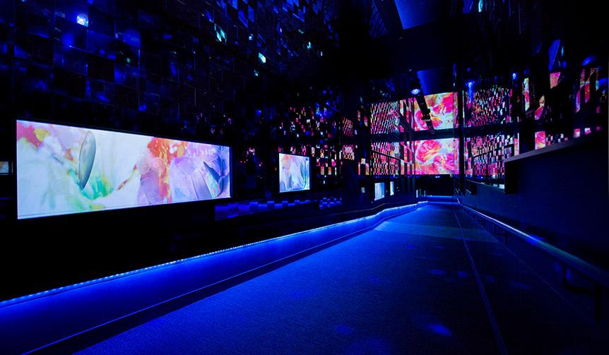 LOUNGE|「すみだ水族館」に蜷川実花とのコラボレーション空間が出現