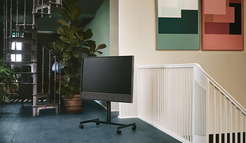 Bang & Olufsen|妥協のないミニマリズムと最新技術が融合した4Kテレビ