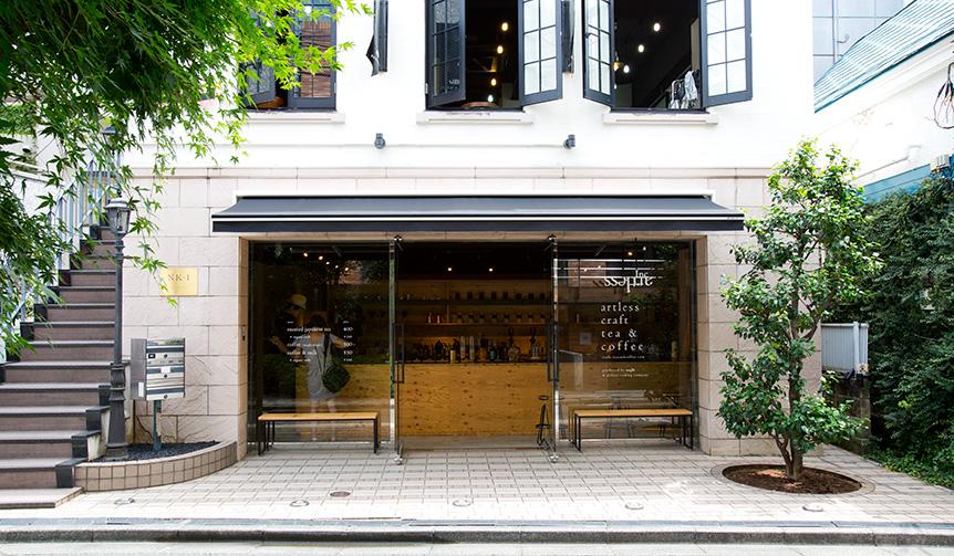 「artless craft tea & coffee」は、丸山珈琲と提携し、ストーリーのあるシングルオリジンコーヒーを、注文を受けてから一杯ずつハンドドリップする。