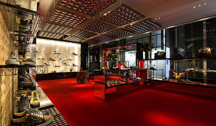 Christian Louboutin クリスチャン ルブタンがメンズ旗艦店を銀座にオープン