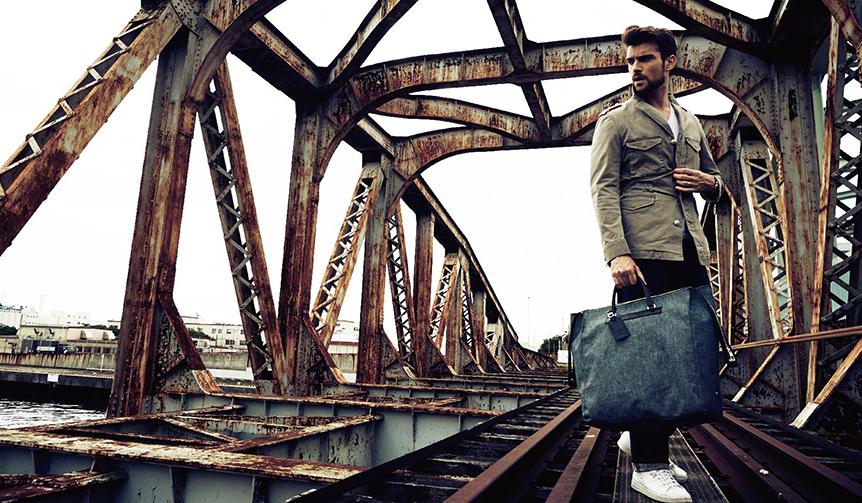 TRAVER|生成りのリネンで足取りも軽く。トレヴァーのバッグを携えて旅に出よう